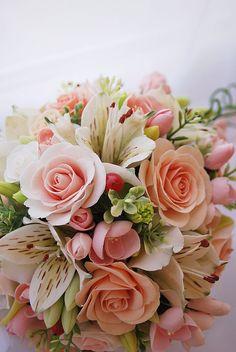 Купить Букет с альстромериями - свадьба, свадебные украшения, свадебные аксессуары, свадебный букет, букет невесты