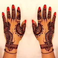 Book Rekha and make your event stand out - we are a Rekha booking agent. Rekha is a sensational Henna Artist, find out more about hiring Rekha & our award-winning service