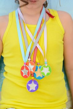 Make your own medals for friends and family. Tell them how great you think they are!