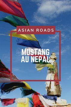La région de Mustang offre des paysages de terres arides et désertiques, au milieu des sommets enneigés des Annapurnas. Mustang, Destinations, Roads, Outdoor Decor, Travel And Tourism, Middle, Landscapes, Mustangs, Road Routes