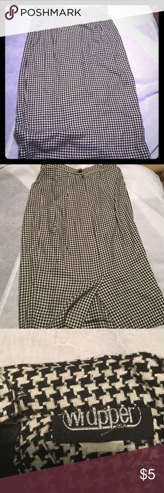 VINTAGE houndstooth pencil skirt Vintage pencil skirt from my mothers closet! Great condition. Made in the USA. Size 6/8 ( closer to a 6) Skirts Pencil