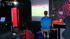Gezellig samen naar #voetbal kijken @Jongeren4ALL #Zevenaar. Woensdag 4 juni 2014. Via twitter @jw4zevenaar