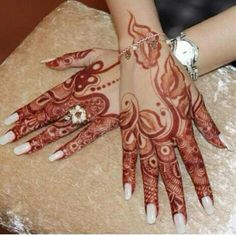 Gorgeous henna design, Arabic. #khaleeji