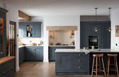 The 1909 Kitchen Range includes the In Frame Shaker kitchen style. Available on 30 colours and on display in our Hertfordshire Kitchen Showroom. Blue Shaker Kitchen, Shaker Style Kitchens, Real Kitchen, Country Kitchen, Kitchen Flooring, Kitchen Furniture, Timber Kitchen, Minimal Kitchen, Bespoke Kitchens