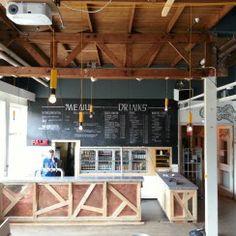 Restaurant #TAC #Eindhoven, nieuwe bar koper/sloophout met #roel-s betonnen barblad #betondesign | New bar-counter restaurant #concretedesign