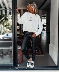 Grunge Outfits, Casual Outfits, Fashion Outfits, Womens Fashion, Fall Winter Outfits, Winter Fashion, Look Hippie Chic, Joggers Outfit, Penelope