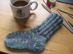 Tänkte nu visa hur man stickar sockor. Mönstret går att anpassa så man kan egentligen göra alla storlekar som finns med samma teknik. Dessa sockor passar för 1-2 åringar. De sockor jag har lagt upp…