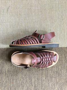 Make your feet happy - get a pair of handmade sandals for the summer ...! #sandals #labottegardiane #madeinfrance #smallshopkeeper #lepetitcommerçant #derkleinekrämer #handmade #tibberuphoekeren #slowfashion #heritagestyle #heritagefashion #smallshopkeeper