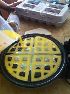 How to Make Scrambled Eggs With a Waffle Maker - Snapguide Recipe