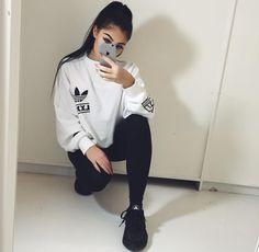Street style- Adidas Berlin top Black huaraches