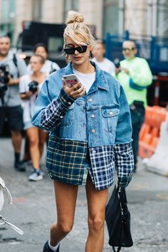 Check out the best street style looks from the start of New York Fashion Week. Photos taken by Sandra Semburg. Street Style New York, Street Look, Street Style Looks, Looks Style, Womens Fashion Online, Latest Fashion For Women, Trendy Fashion, Ladies Fashion, Style Fashion