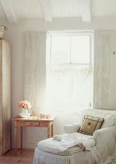 This reminds me of the paintings and artwork created by a beautiful and extremely talented friend of mine, Karen Harvey Cox.  So feminine and dainty!  By AMAZING INTERIOR DESIGNER Kelly Harmon