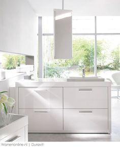 High quality mirrors by Duravit: The mirrors of the product range harmonise with every bathroom style. Modern functionality combined with design & quality. Duravit, Cabinet Furniture, Bathroom Furniture, Dream Bathrooms, Small Bathroom, Mobile Storage Units, Mirror Cabinets, Aesthetic Design, Bathtub
