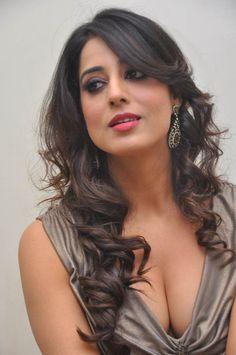 Punjabi Hindi Movie Actress Mahie Gill at Zanjeer Thoofan Movie Song Launch (22)