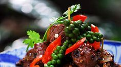 Cubed beef wok tossed with black and green pepper (bo luc lac) recipe : SBS Food