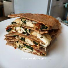 FIT quesadilla po włosku Snack Recipes, Snacks, Roll Ups, Quesadilla, Spanakopita, Cheesesteak, Hamburger, Sandwiches, Mozzarella
