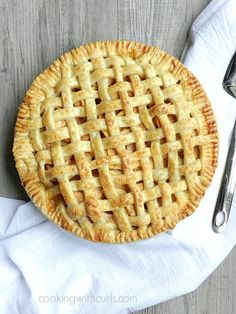 Lattice Top Apple Pie with step-by-step instructions | cookingwithcurls.com