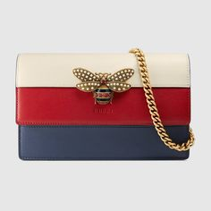 The latest range of small crossbody chain and strap wallets for women by Gucci. Shop the collection features mini bags and includes the GG Marmont and Dionysus. Die Queen, Online Shopping, Gucci Handbags, Gucci Bags, Wallet Chain, Vintage Gucci, Blue Bags, Leather Shoulder Bag, Shopping