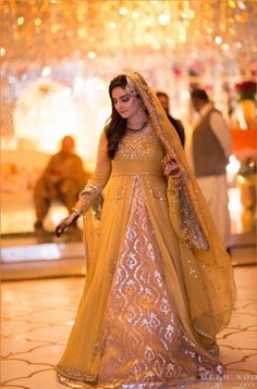 Fawad Khan's sister at her Mehndi Latest Bridal Dresses, Bridal Mehndi Dresses, Bridal Dress Design, Wedding Dresses For Girls, Pakistani Mehndi Dress, Pakistani Wedding Outfits, Indian Bridal Outfits, Pakistani Dresses, Indian Fancy Dress