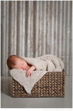 http://byrosenhoff.com/blog/wp-content/uploads/2013/03/by-rosenhoff-newborn-baby-photography-4.jpg