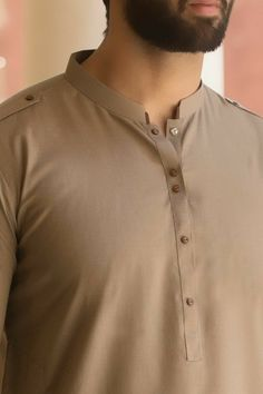 Gents Kurta Design, Boys Kurta Design, Kurta Pajama Men, Kurta Men, Designer Suits For Men, Designer Clothes For Men, Mens Designer Shirts, Men Clothes, Designer Dresses