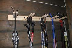 Ski rack for oppbevaring & Ski rack & Tiltre Scandinavian Cabin, Ski Lodge Decor, Ski Rack, Building A Cabin, Mountain Cottage, Garage Interior, Modern Kitchen Design, Cabin Interiors, Cabin Homes