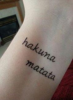 53 new Ideas tattoo lion king hakuna matata life Trendy Tattoos, Cute Tattoos, New Tattoos, Tatoos, Arrow Tattoos, Feather Tattoos, Tattoos For Women Small, Small Tattoos, Tattoo Fonts