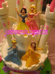 Disney Princess birthday cake by Jcakehomemade.Detalle de las princesas.
