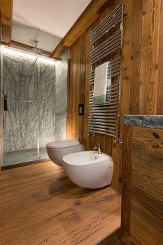 A Courmayeur 110 metri quadrati ospitano tre camere da letto con tre bagni indipendenti e una zona giorno confortevole e funzionale;