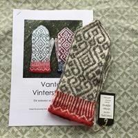 """Vantarna """"Vinterstjärna"""" stickbeskrivning Knitting Charts, Knitting Stitches, Hand Knitting, Knitting Patterns, Mittens Pattern, Knit Mittens, Crochet Gloves, Knit Crochet, Wrist Warmers"""