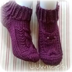 Lumioosi: Pöllösukat Crochet Socks, Knitted Slippers, Wool Socks, Knitting Socks, Crochet Stitches, Knit Crochet, Knitted Christmas Stockings, Christmas Knitting, Designer Socks