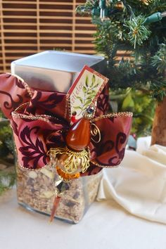 Christmas Morning Granola...What a great idea! You can get most of the ingredients for the granola PLUS a cute jar & bow all at Dollar Tree.
