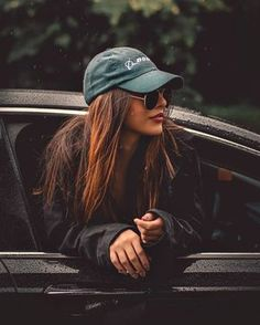 Cute cars photos are offered on our site. Take a look and you wont be sorry you did. Photo Pour Instagram, Instagram Pose, Portrait Photography Poses, Fashion Photography Poses, Teenage Girl Photography, Stunning Photography, Portrait Poses, Car Photography, Portrait Art
