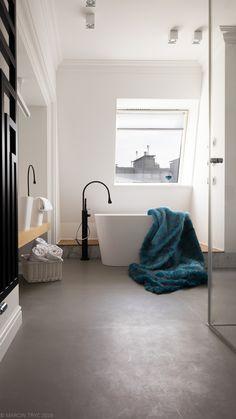 Classic bathroom, wood, Gessi, Marmorin, white interior,