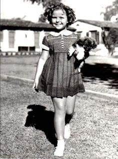 Shirley Temple Eleuthera a puppy Pekinese Child Actresses, Child Actors, Actors & Actresses, Crochet Dress Girl, Knit Dress, Temple Movie, Shirly Temple, Temple Dress, Cute Little Girls