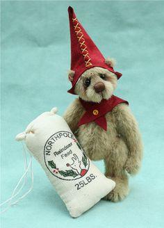 miniature artist bear , Robbie the elf