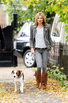 Kate Moss Style and Fashion - Mango Touch Boots - Celebrity Style Guide Street Style 2017, Moss Fashion, Autumn Fashion, Kate Moss 2017, Kate Moss Stil, Outfit Elegantes, Celebrity Style Guide, Celebrity Dogs, Queen Kate