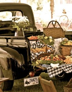 Now THIS is a tailgate party!!