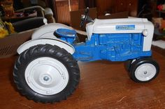 scale models 1:18 diecast ford 4000 narrow front tractor #scalemodels #Ford