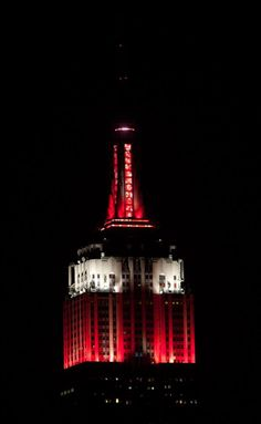 April Congratulations to the Louisville Cardinals on their 2013 NCAA Men's Basketball victory! Our lights sparkled in their school colors, red and white, last night and then shined in their honor until this morning. Louisville Basketball, Best Basketball Shoes, University Of Louisville, Basketball Uniforms, Football And Basketball, Louisville Kentucky, Alabama Football, College Basketball, Kentucky Derby