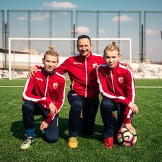 Thanks for letting us borrow your football field in Belgrade 🙌🏼 💗💗💗💙💙💙😍😍😍😍 Football Field, Twin Brothers, Great Friends, Funny Moments, Cute Guys, The Borrowers, Lifestyle Blog, Fangirl, Crushes
