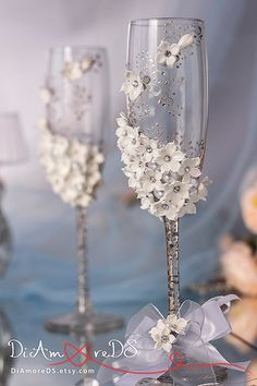 Winter wedding champagne glasses, collection White Flowers, silver lace, bride and groom, gift ideas, personalized toasting flutes, 2pcs