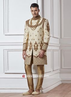 Shop an exclusive collection of Indo western dresses for men. We provide the amazing designs of Indo western suits for mens with heavy discounts. Sherwani For Men Wedding, Wedding Dresses Men Indian, Mens Sherwani, Indian Men Fashion, Men's Fashion, Groom Fashion, Indian Groom Dress, Western Suits, Western Dresses