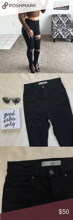 """• Topshop Jamie Distressed Skinny Jeans • These Topshop Jamie skinny jeans are the """"super rip"""" style with distressed knees and thigh. Lightly used once. Topshop Jeans Skinny"""