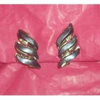 Vintage Coro Gold Thermoset Clipon Earrings! FREE SHIPPING! PRICE REDUCED! $4.49