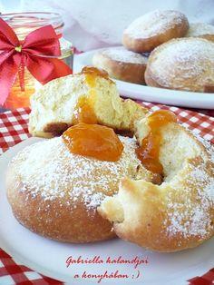 Gabriella kalandjai a konyhában :) Sweet Cookies, Doughnut, Cake Recipes, French Toast, Food And Drink, Sweets, Bread, Snacks, Breakfast