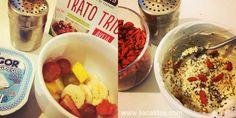 Café da manhã - Frutas (banana, uva, morango e manga); iogurte grego zero; trio de flocos com aveia, quinua e amaranto. Por cima, sementes de chia e goji berries. #liacaldas40 #alimentacao #alimentacaonatural #alimentacaosaudavel #saude #saudavel #emagrecer #emagrecimento #vidasaudavel #gojibery #quinua #amaranto #weightloss #fatloss #healthyliving #healthyfood #healthy #goji
