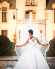 Happy #weddingwednesday! We're so excited to welcome our newest coterie member @coordinatedtoperfection! Visit the blog to check out her profile and view her gorgeous portfolio! Photo by Susan Stripling.  #munacoterie #munaluchibride #newyorkweddings #pninatornai #princessbride