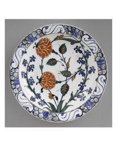 Plat aux tiges de rose et de jacinthe - Musée national de la Renaissance (Ecouen)