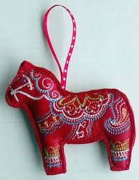 Linda stitched her in-the-hoop dala horse ornament using soft red leather. Felt Christmas Decorations, Felt Christmas Ornaments, Handmade Christmas, Fabric Ornaments, Christmas Tables, Scandinavian Embroidery, Scandinavian Folk Art, Swedish Christmas, Scandinavian Christmas